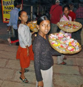 varanasi_flower_girls-content